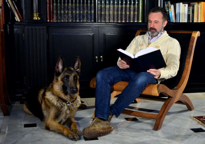 Entrevista Manuel Pinomontano, escritor onubense
